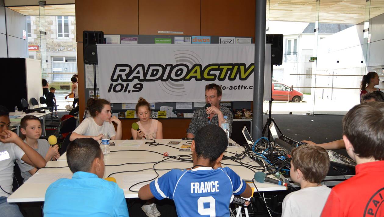Les jeunes à l'antenne de Radio Activ.
